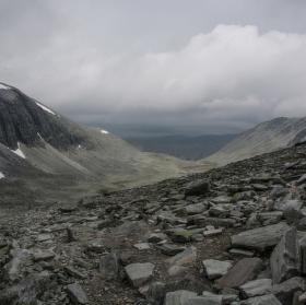 Před bouřkou v sedle pod Vinjerondenem (Norsko)