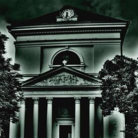 Kostel v temnotě