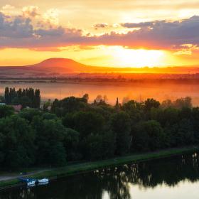Západ slunce nad Řípem