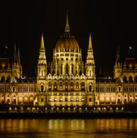 Budava madarskeho parlamentu v Budapesti