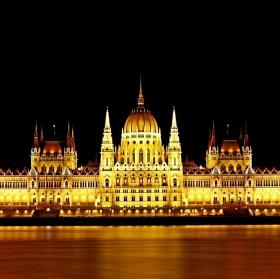 Parlament večer