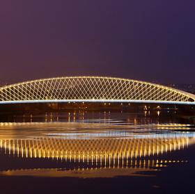 Svítání nad Trojským mostem