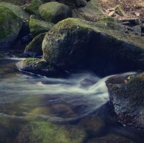 Teče voda, teče