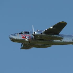 B-25 Mitchell nad Pardubicemi