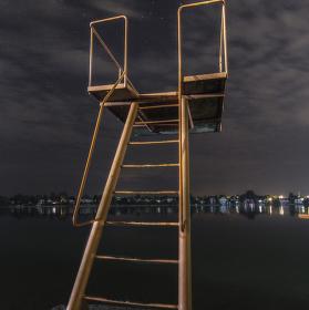 Pobřežní hlídka noční verze