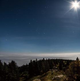Půlnoční moře.