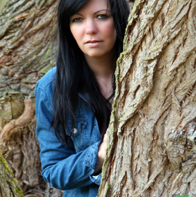 mezi stromy..