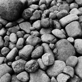 Černobílé kameny
