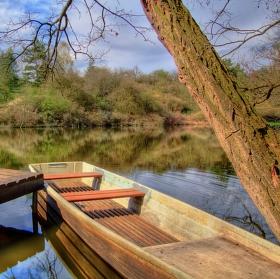 Soukromý rybník s loďkou