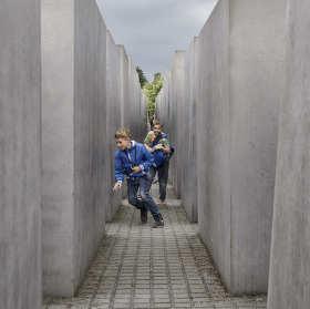 Labyrintem Památníku holocaustu