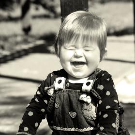Děti a jejich upřímný smích.