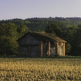 Západ slunce nad rožnovskou stodolou