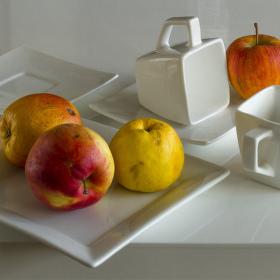 Jablka v bílém zátiší