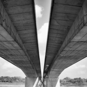 Dialničný most