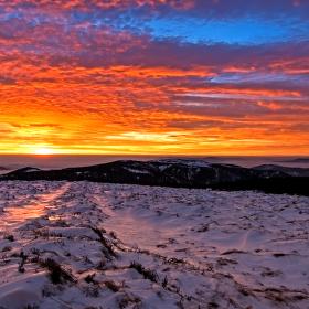 neuveritelne barvy cervanku po zapadu slunce pod Pradedem