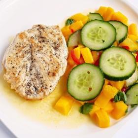 Kuřecí plátek a salát z mango