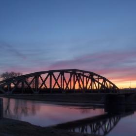 Hořící most