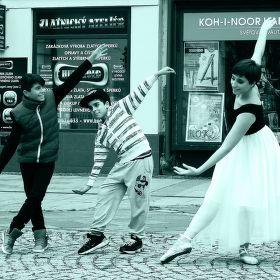 Když si vymyslíte projekt baletky v ulicích a narazíte na pomocníky....