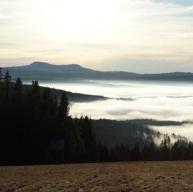 Roklany nad mlhou
