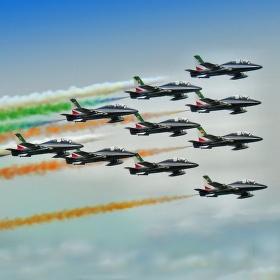 Půlet Frecce Tricolori na Dnech NATO