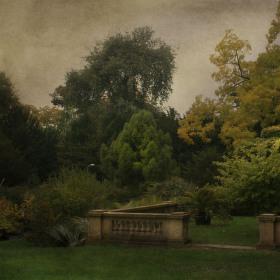pozde letní podzimni zahrada stareho zamecku