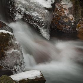 Voda, led a kámen.