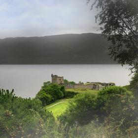 Urquhart Castle a jezero Loch Ness, Skotsko