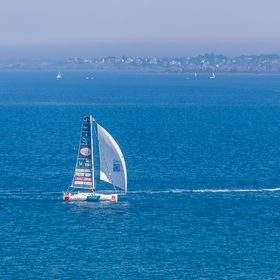 Plachtím mořem za motorvým člunem :-)