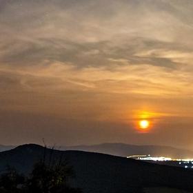 Východ měsíce z hradu Gýmeš