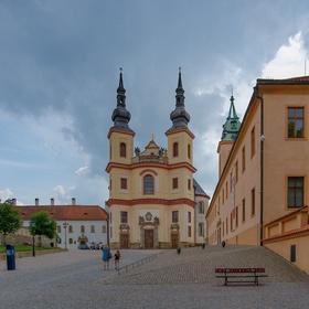 Kostel Nalezení svatého Kříže z Jiráskovy ulice
