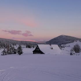Pozdní odpoledne na osadě Jizerka.