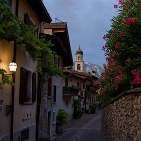 večerní toulání v uličkách Limone Sul Garda