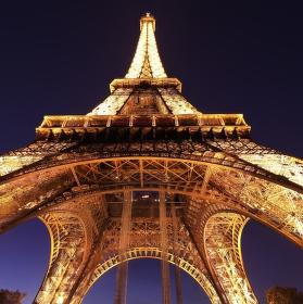Eiffelovka z chodníku