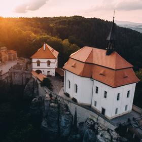 hrad Valdštejn z dronu