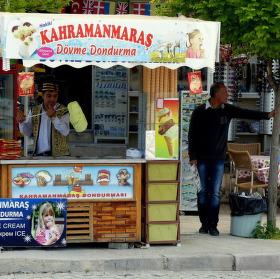 Turecko - Pamukkale - čekání na zmrzlinu