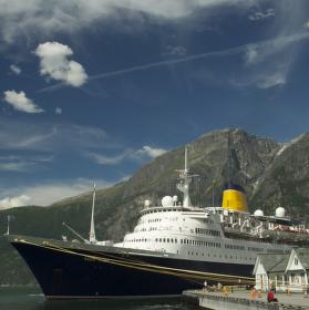 Loď ve Fjordu