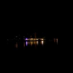 """""""Když břeh se blíží, každý vyhlíží přístavních světel rudý svit ..."""""""