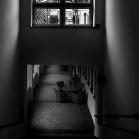 V chodbě