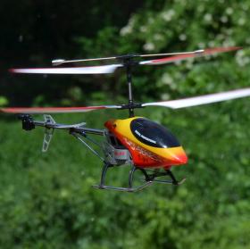 Let vrtulníkem. :)