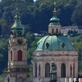 Chrám sv. Mikuláše v srpnovém poledni