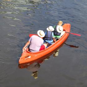 ...tři muži ve člunu...