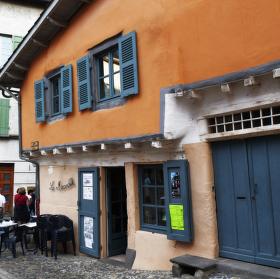 Venkovský bar v Brioude