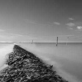 Suchou nohou po moři