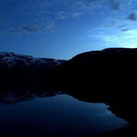 noční krajina někde kousek před Trollstigem