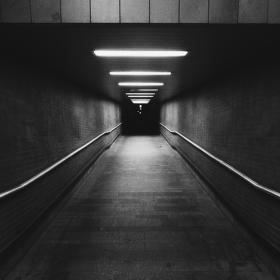 Na konci tunelu je tma