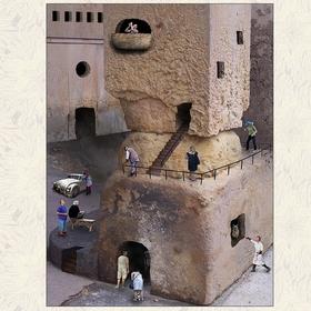 Skalní hrad Divín uprostřed turistické sezóny