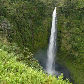 Akaka falls na velkém ostrově