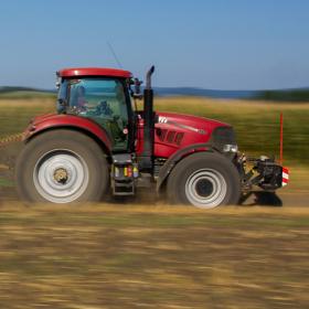 Rychlý příjezd na pole...