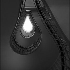 Schody nebo žárovka