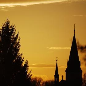 Poděbradský kostel při západu slunce